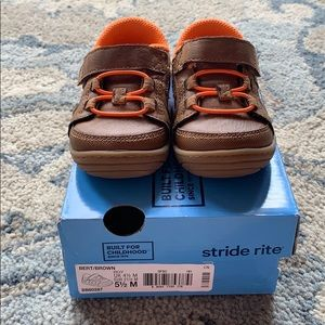 Stride Rite Bert sneakers in brown. Size 5.5M
